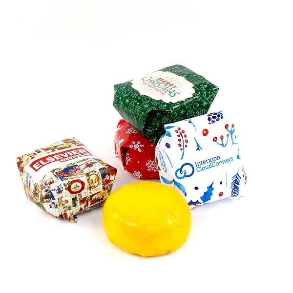Gepersonaliseerde Gouda kaasjes met eigen wikkel als kerstgeschenk
