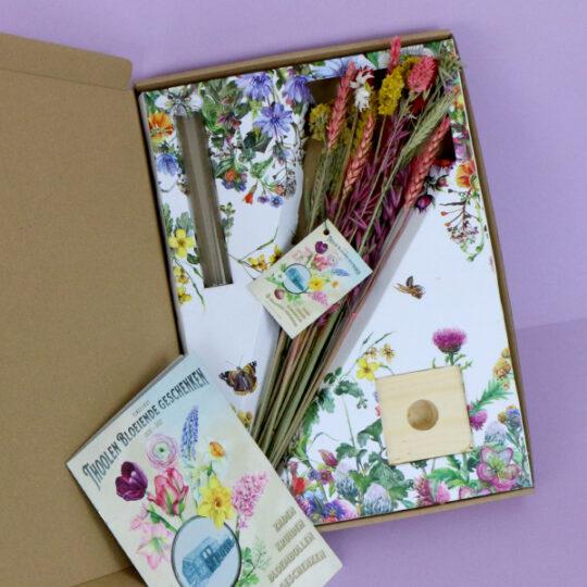 vaasje droogbloemen brievenbus